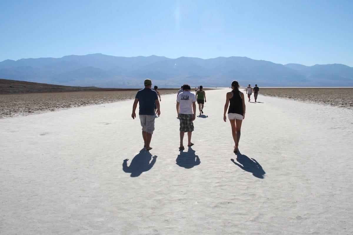 Badwater Basin, Death Valley: Ein Spaziergang auf dem Salzsee darf nicht fehlen – Foto: Beate Ziehres