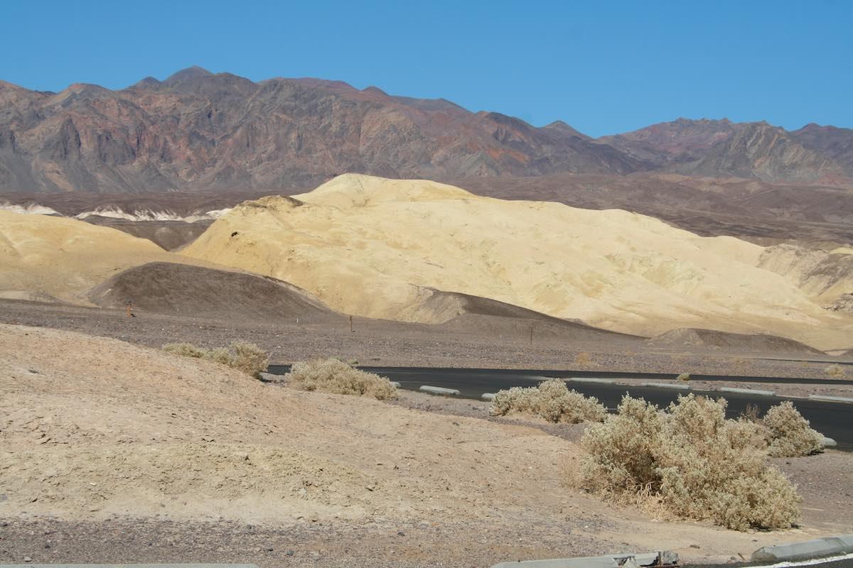 Kontrastreiches Farbenspiel im Death Valley – Foto: Beate Ziehres