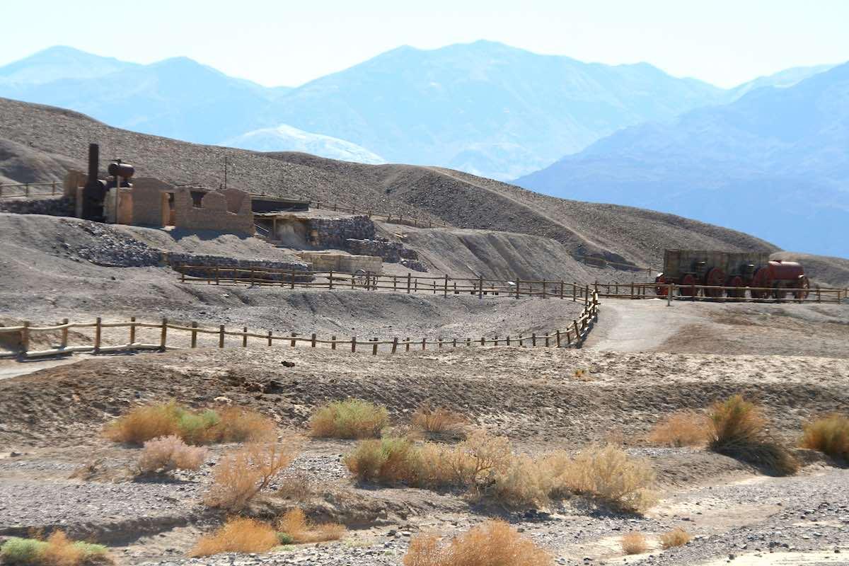 Mitten im Death Valley eine verlassene Fabrik aus dem 19. Jahrhundert: Harmony Borax Works – Foto: Beate Ziehres
