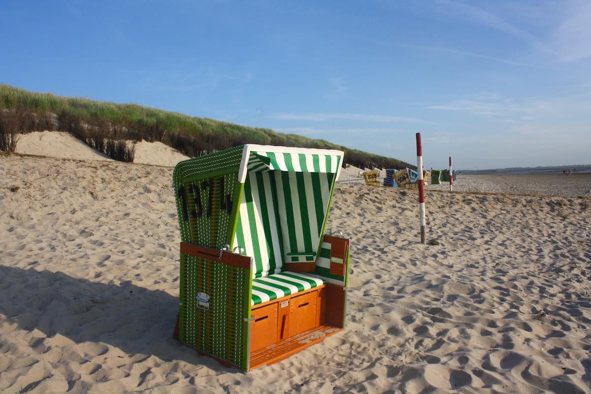 Reiselust-Mag: Bilderbuch-Idyll mit Strandkorb auf Langeoog – Foto: Lena Ziehres