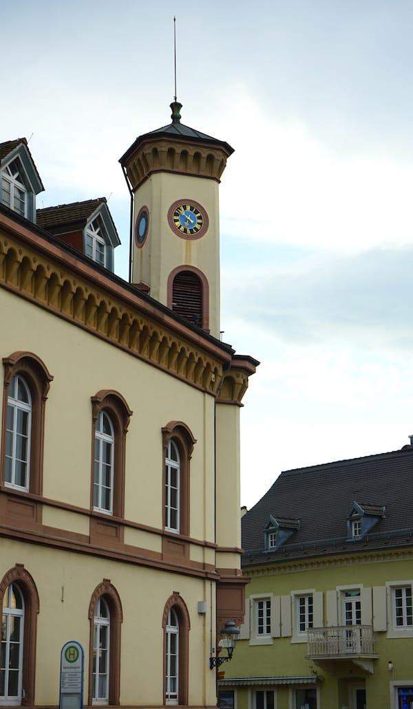 Reiselust-Mag: Das Alte Rathaus, ebenfalls am Markgräfler Platz in Müllheim gelegen – Foto: Beate Ziehres
