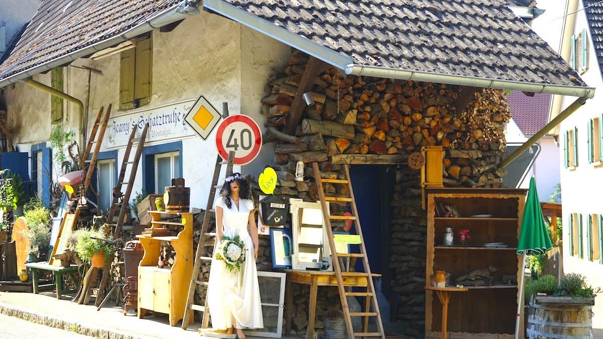 Shopping einmal anders – in der Bürgelnstraße in Feldberg bei Müllheim – Foto: Beate Ziehres