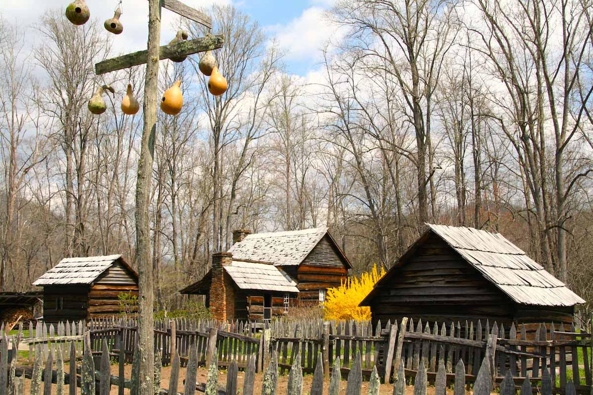 North Carolina: Oconaluftee Mountain Farm Museum am Rand der Smoky Mountains bei Cherokee – Foto: Beate Ziehres