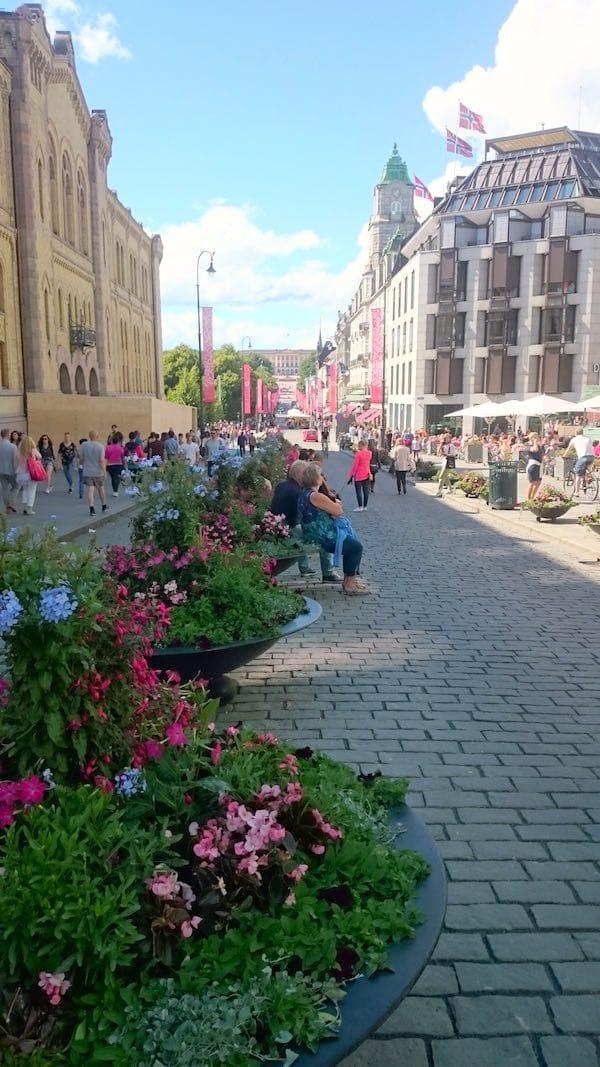 Die Flaniermeile Karl Johans Gate ist eine der Sehenswürdigkeiten in Oslo – Foto: Lena Ziehres