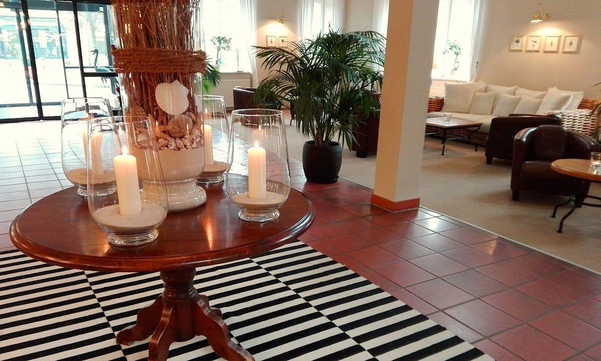 Heimeliger Kerzenschein in der Lobby – Foto: Beate Ziehres