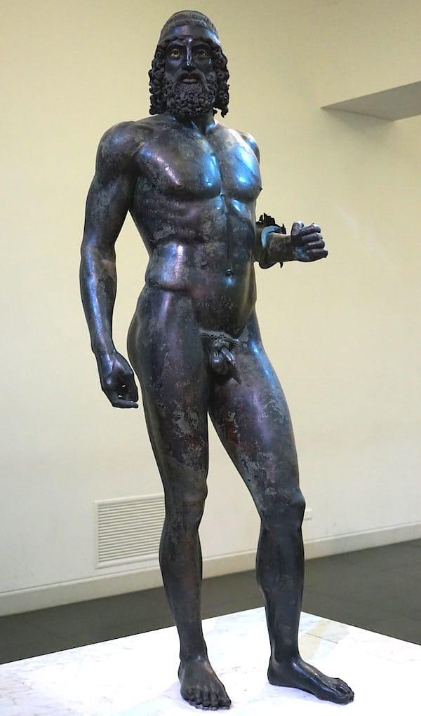 Reggio Calabria, archäologisches Museum: Krieger 1 von vorne ... – Foto: Beate Ziehres