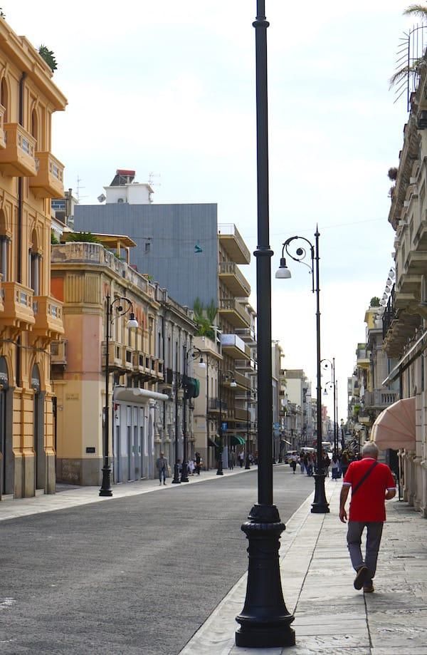 Blick in die Shoppingmeile Corso Giuseppe Garibaldi in Reggio Calabria – Foto: Beate Ziehres