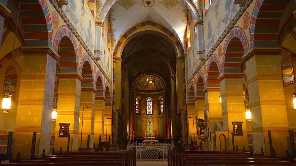 Im Inneren des Kaiserdoms zu Königslutter: Blick zum Altar – Foto: Beate Ziehres