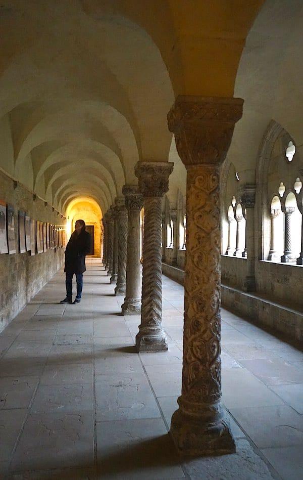 Die Säulen im nördlichen Kreuzgang des Kaiserdoms in Könisglutter– Foto: Beate Ziehres