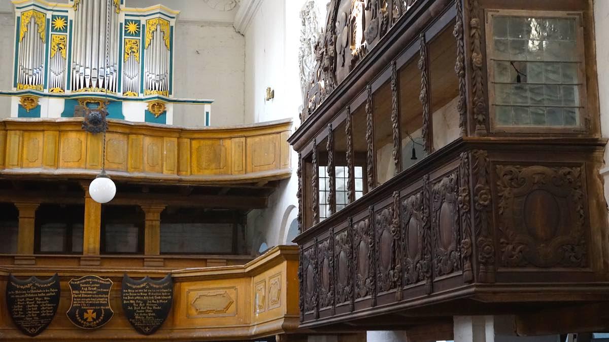 Schönhausen: In der Loge rechts hatte die Familie Bismarck ihre Plätze – Foto: Beate Ziehres