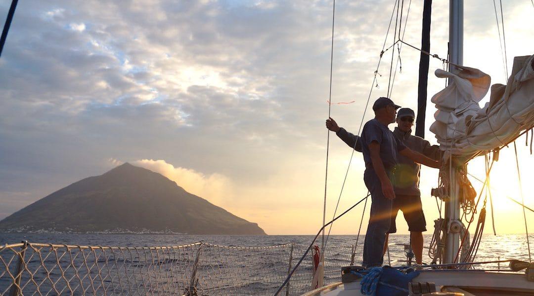 Unter Segeln zum Stromboli – und die Nacht danach