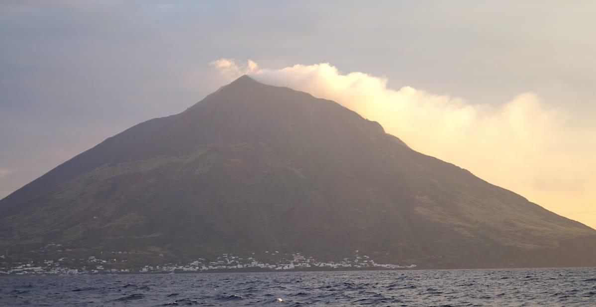 Ein Vulkan wie aus dem Bilderbuch: der Stromboli – Foto: Beate Ziehres