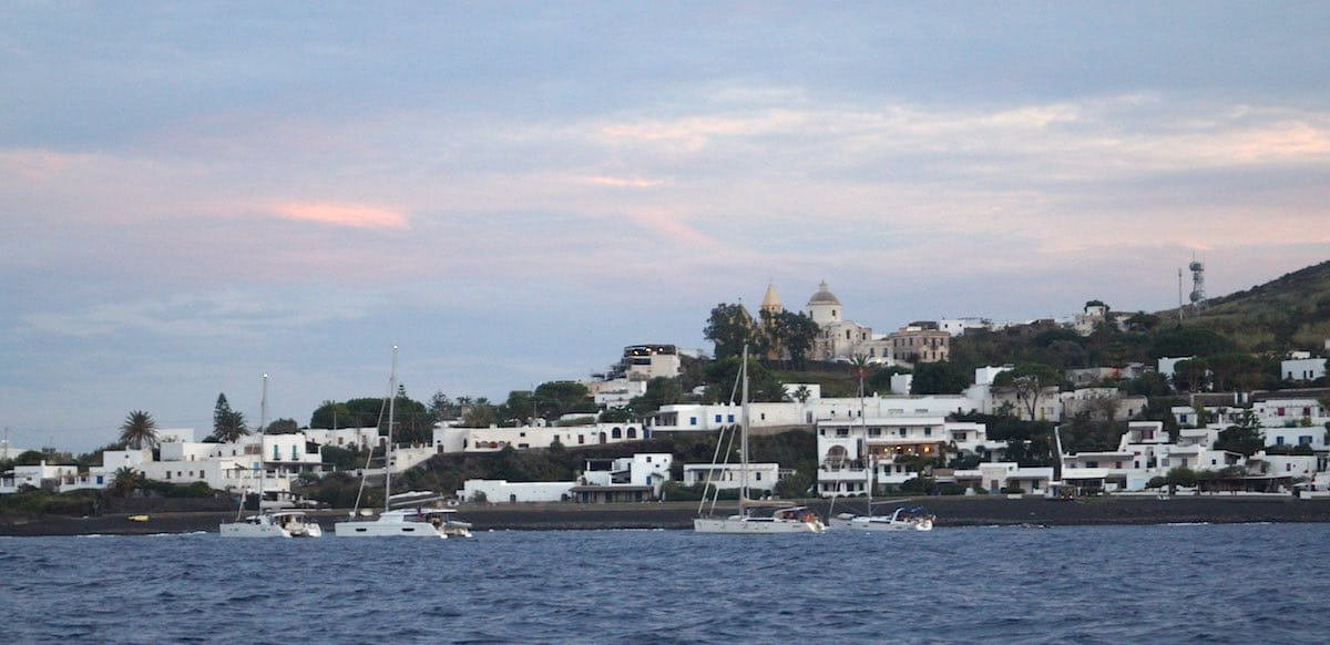Stromboli Ort – Foto: Beate Ziehres