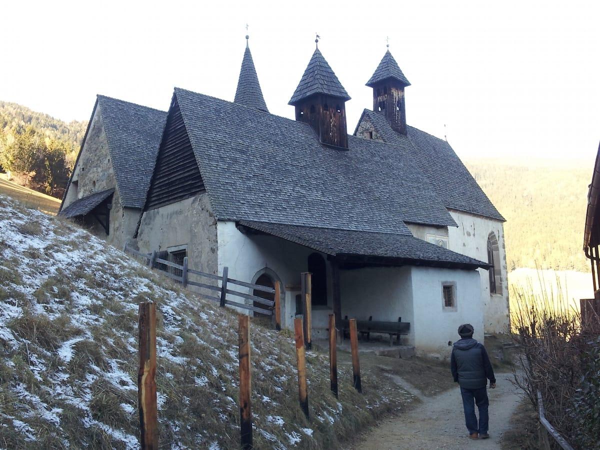 Die Namensgeber des Weilers in Südtirol: die drei Kirchen – Foto: Beate Ziehres