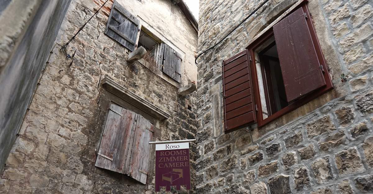 Fassaden in der Altstadt Trogirs – Foto: Beate Ziehres
