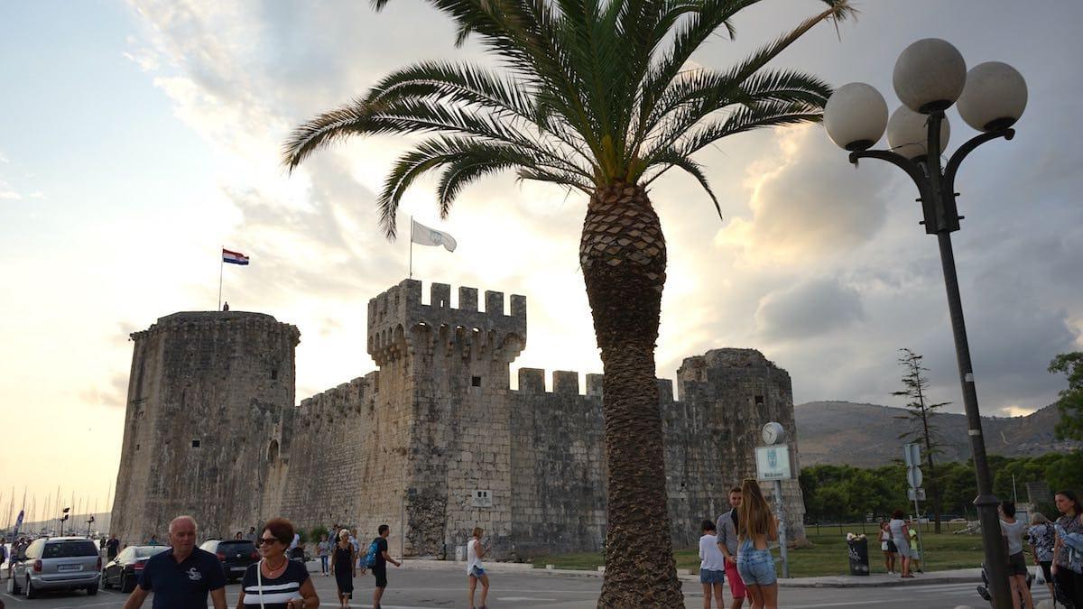 Reiselust-Mag: Trogir, Festung Kamerlengo am Altstadthafen. Foto: Beate Ziehres