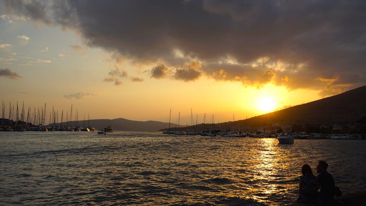 Trogir: Sonnenuntergang an der Festung Kamerlengo – Foto: Beate Ziehres