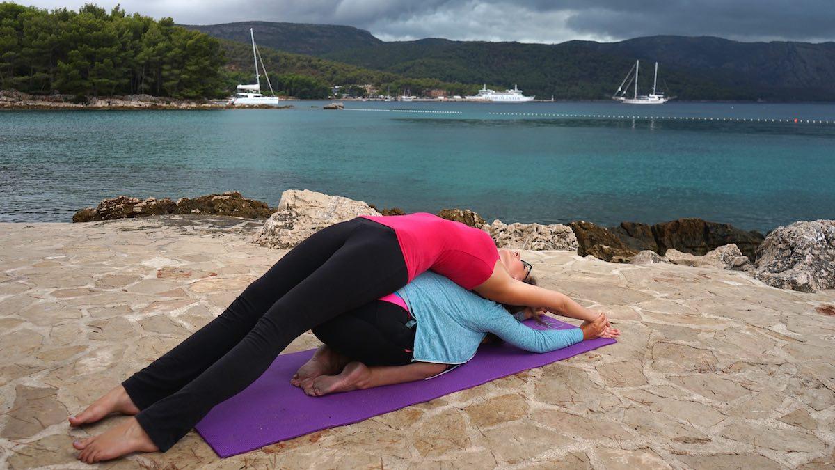 Morgendliches Yoga am Meer – Foto: Anna Tästensen