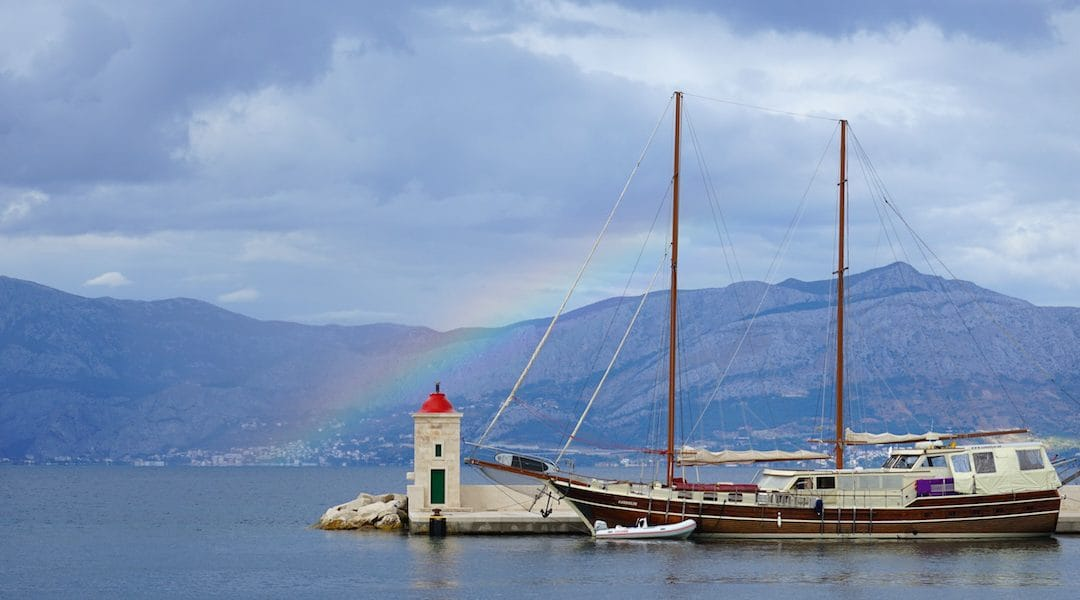 Entspannung pur: auf der Yoga-Yacht vor Mitteldalmatien kreuzen