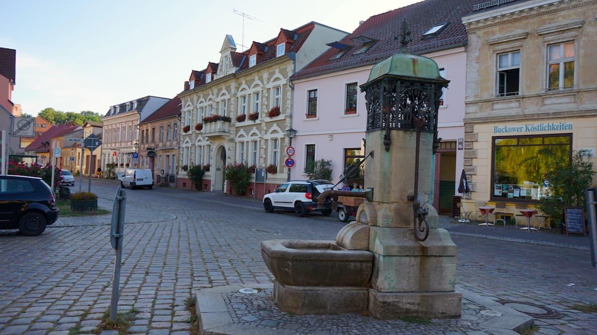 Seenland Oder-Spree, Buckow, Märkische Schweiz, Brunnen. Foto: Beate Ziehres