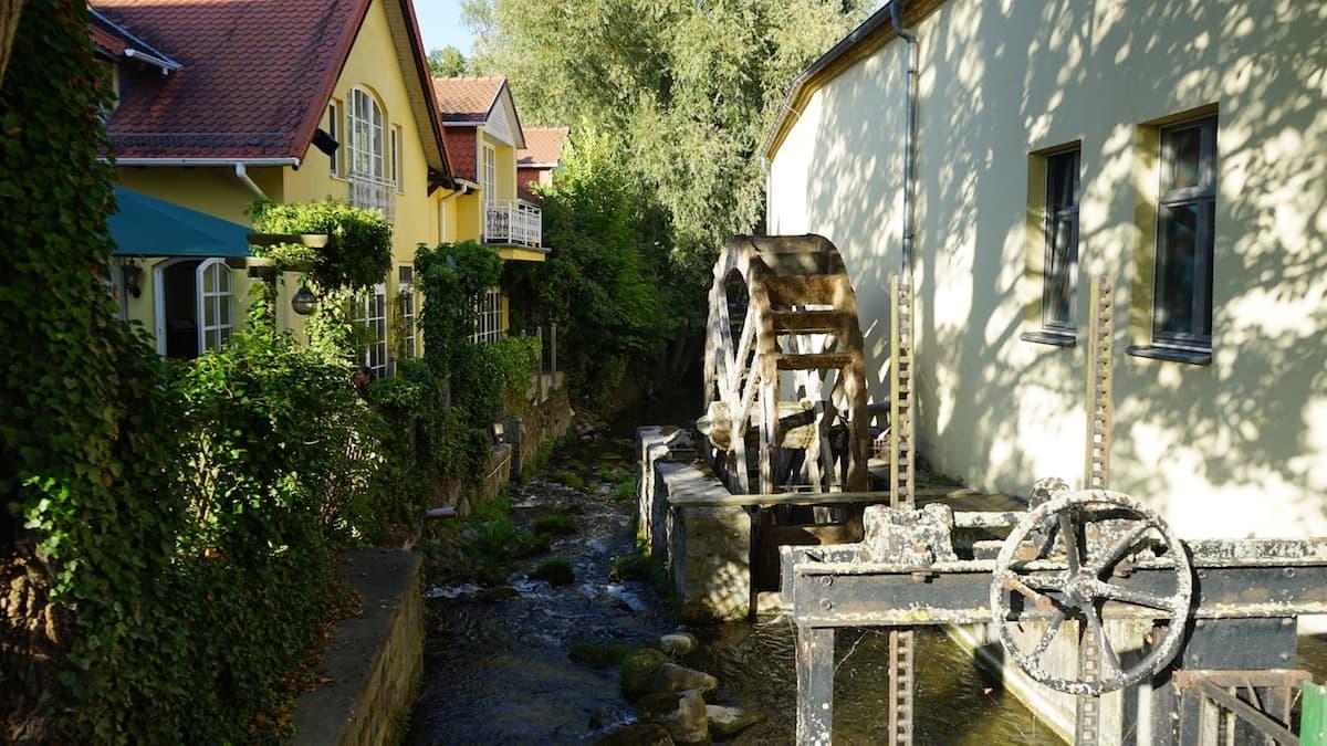 Seenland Oder-Spree, Buckow, Märkische Schweiz, Mühlrad und Stobber, Stöbber. Foto: Beate Ziehres