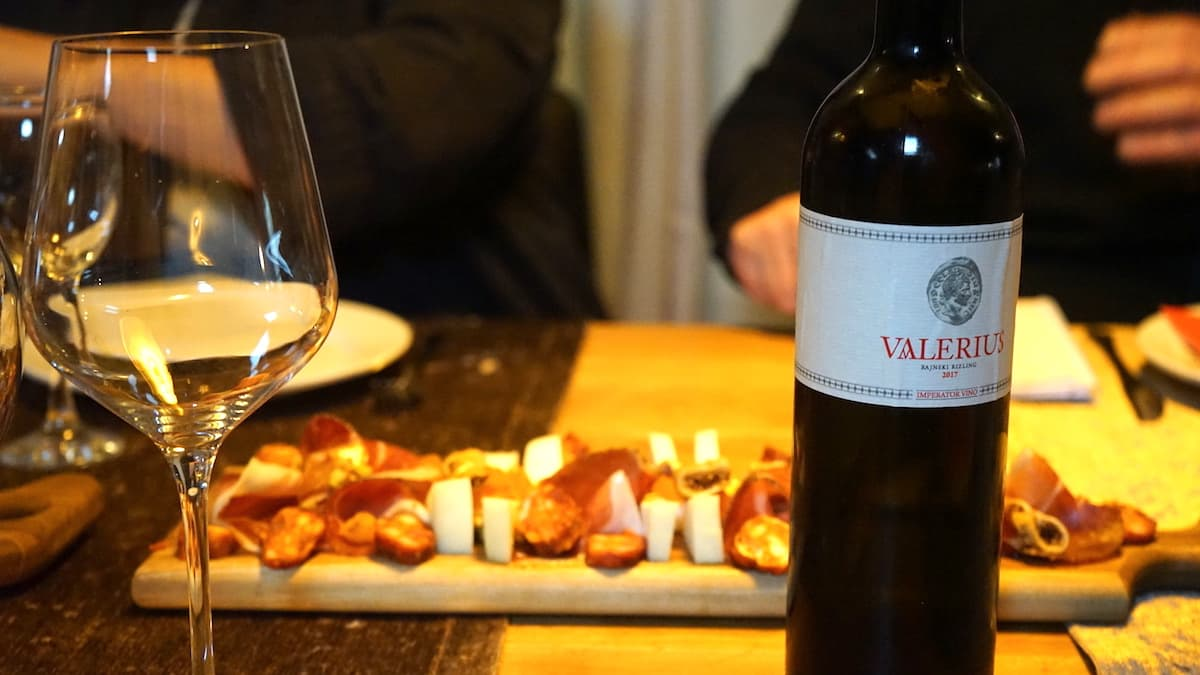 Serbische Küche und serbischer Wein auf dem Weingut Salaxia. Foto: Beate Ziehres
