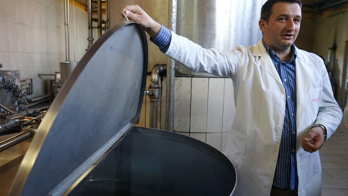 Typisch serbisch: Destillery Zaric in Serbien. Foto: Beate Ziehres