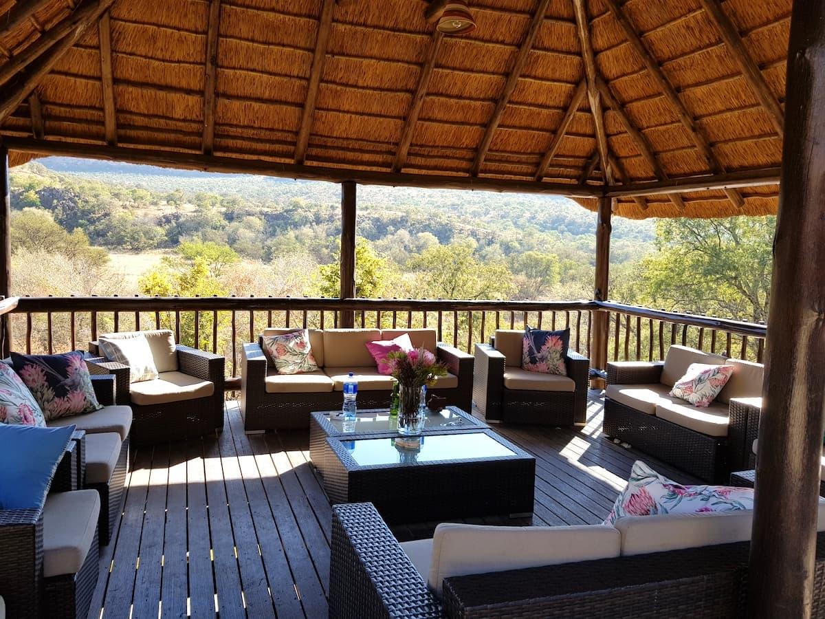 Safari in Südafrika, ChaZen privates Wildreservat: Blick von der Terrasse der Lodge. Foto: Lena Ziehres