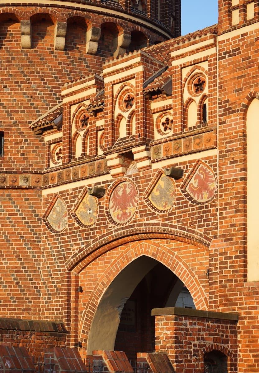 Backsteingotik vom Feinsten am Neustädter Tor in Tangermünde. Foto: Beate Ziehres