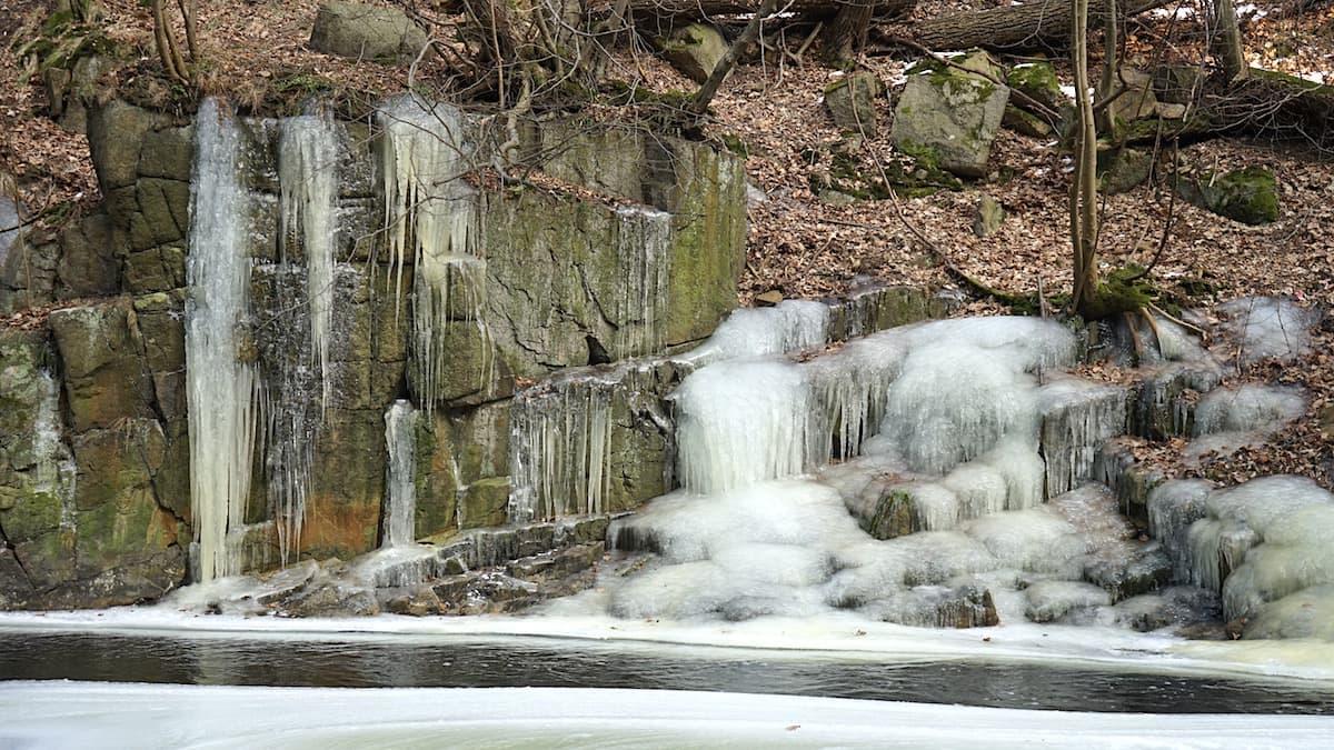 Eiszapfen an der Bode. Foto: Beate Ziehres