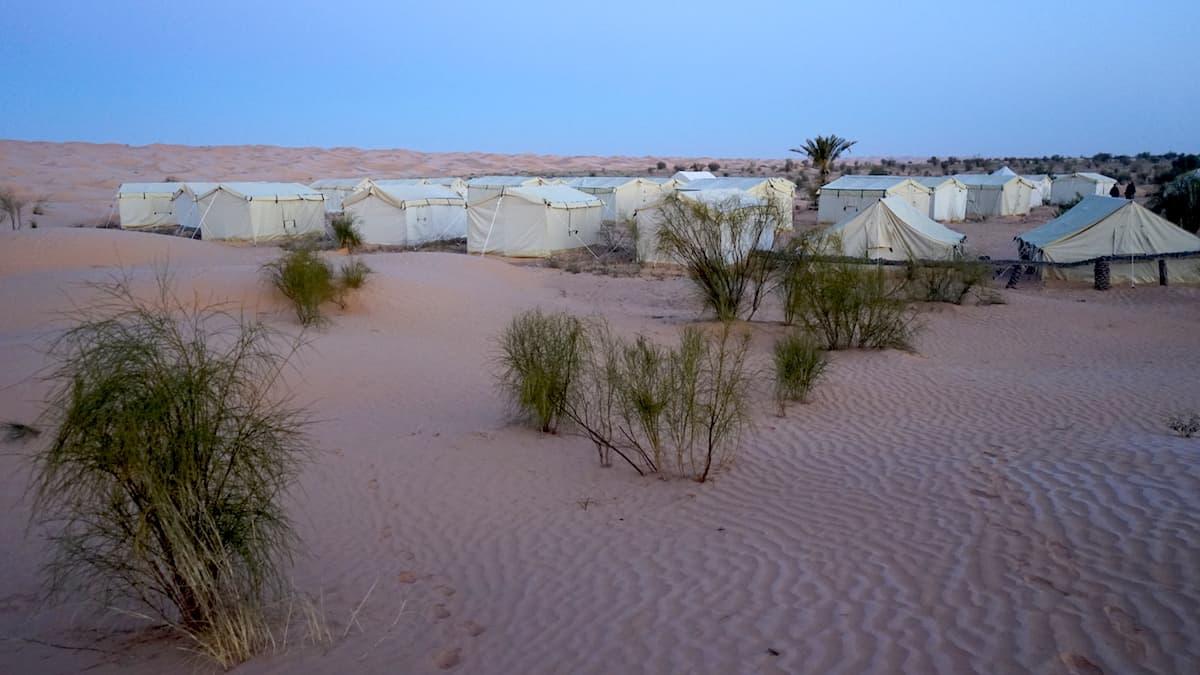 Tunesien, Sahara, Wüstencamp Zmela im Morgengrauen. Foto: Beate Ziehres
