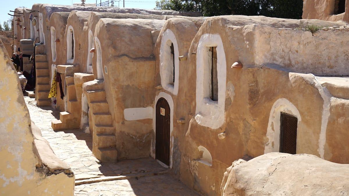 Tunesien, Star Wars Drehorte: Auf den Spuren von Anakin Skywalker – später Darth Vader – im Ksar Hadada. Hier entstanden die Szenen, die im Sklavenquartier von Mos Espa handeln.