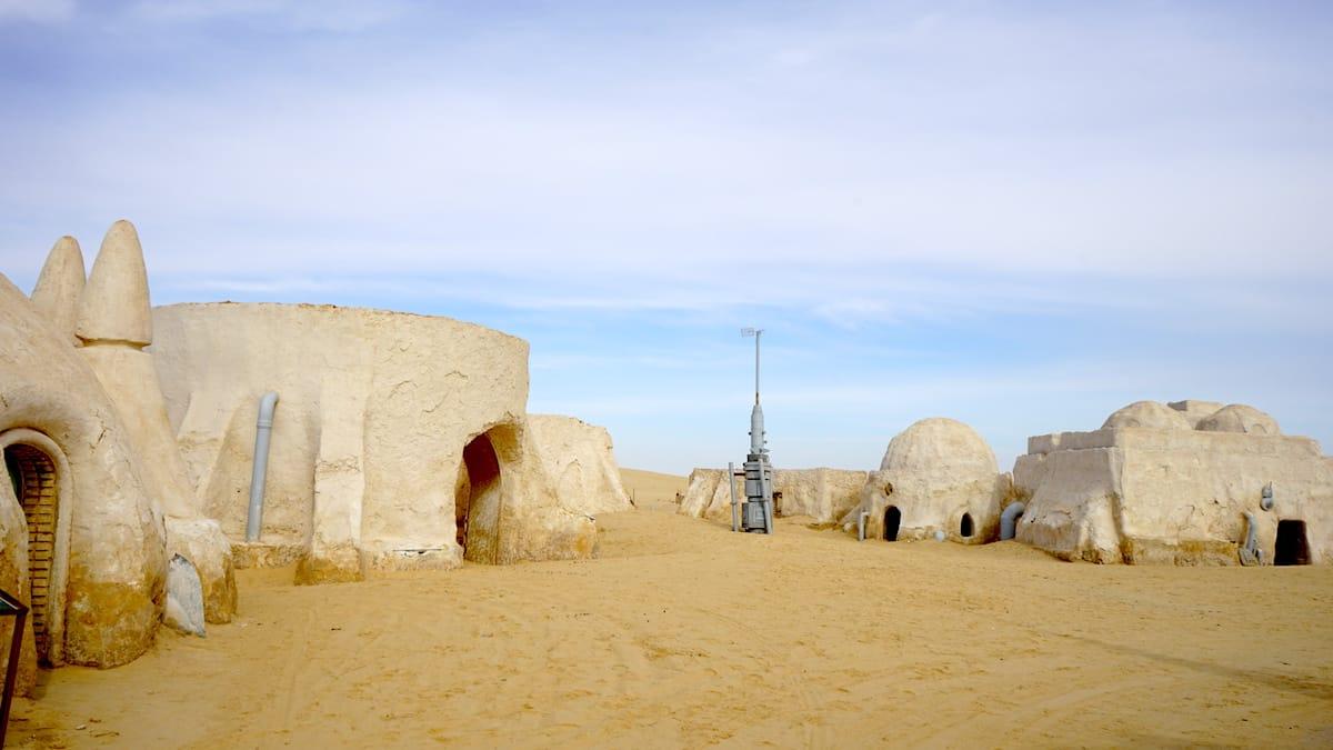 Tunesien: Nahe der algerischen Grenze liegt bei Nefta der Star Wars Drehort Mos Espa.