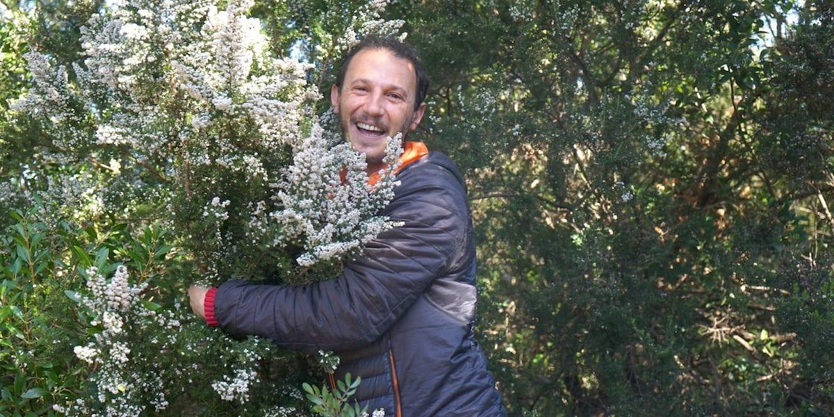 Pfeifenbauer Anis Bouchnak liebt die Heidesträucher. Foto: Beate Ziehres