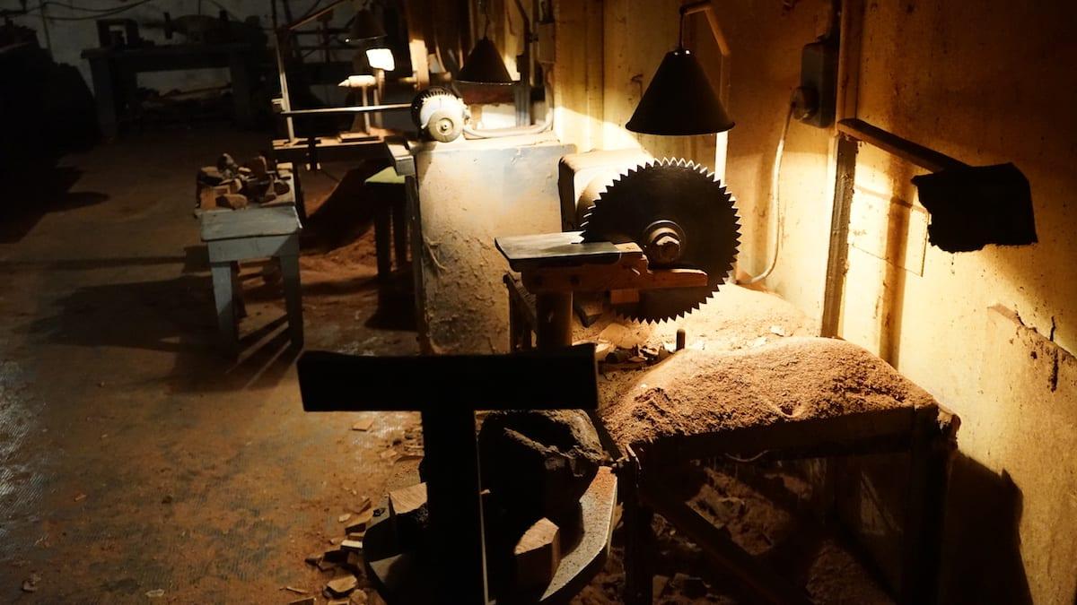 Werkstatt des Pfeifenbauers Anis Bouchnak in Tabarka, Tunesien. Foto: Beate Ziehres