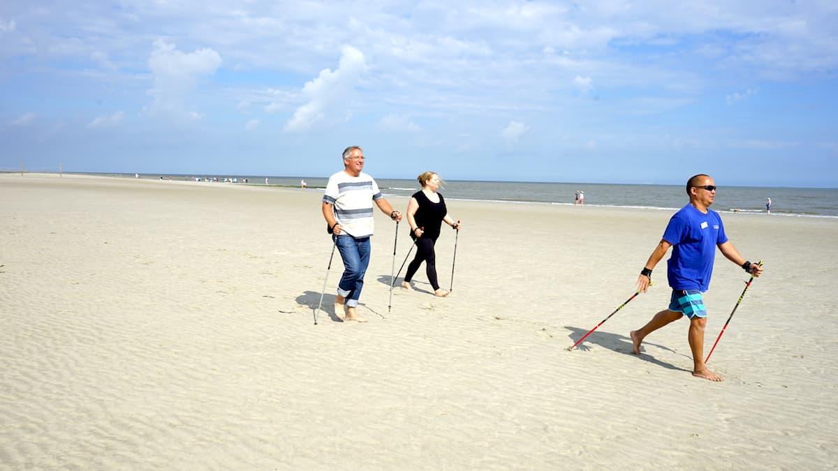 Wangerooge, Nordic Walking am Strand – Foto: Beate Ziehres