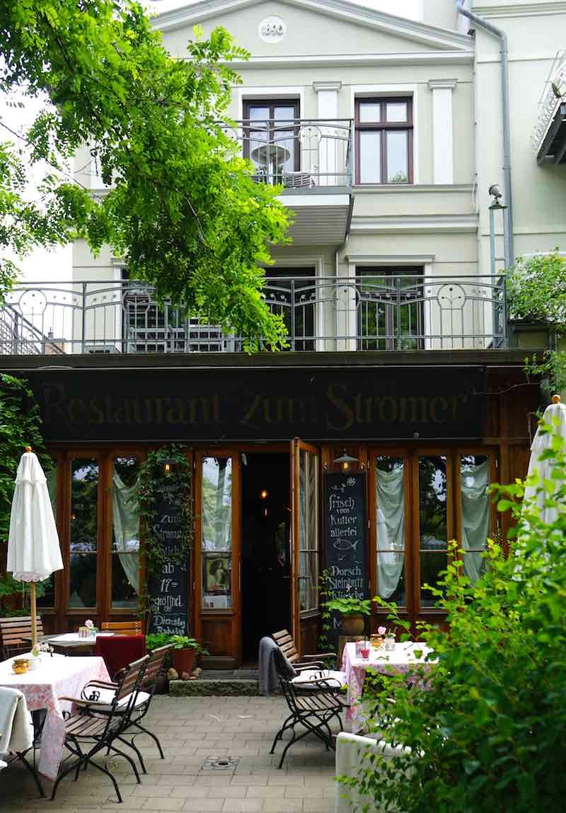 Einladend: das Restaurant Zum Stromer am Alten Strom von Warnemünde – Foto: Beate Ziehres