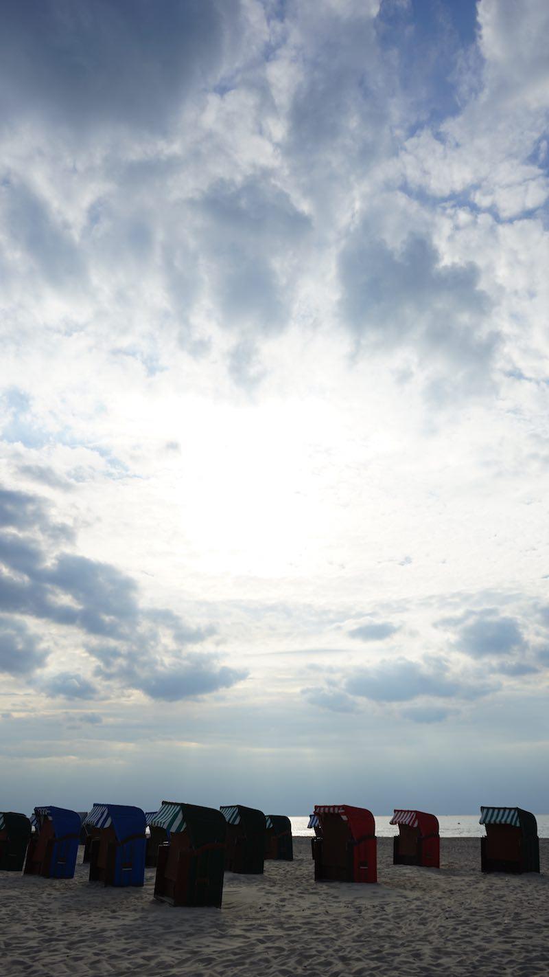 Dramatisches Licht am Strand von Warnemünde – Foto: Beate Ziehres