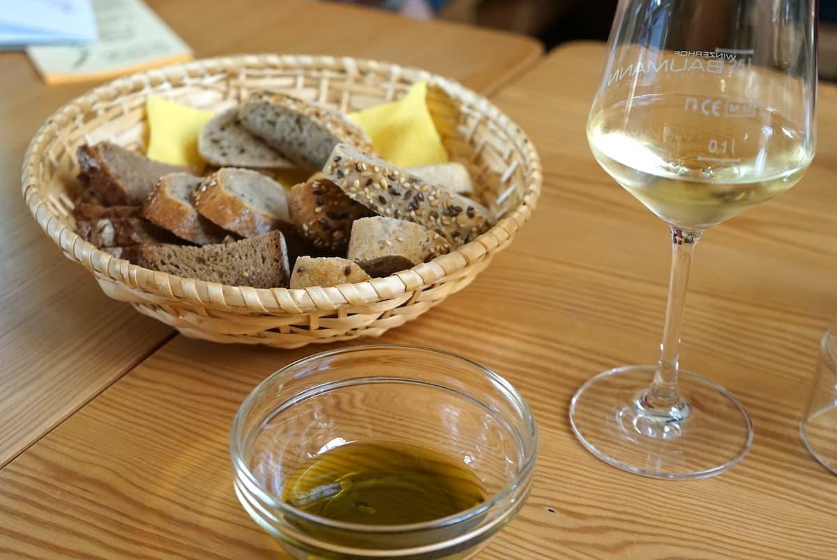 Winzerhof Baumann, Dertingen: Traubenkernöl zu Brot und Wein. Foto: Beate Ziehres
