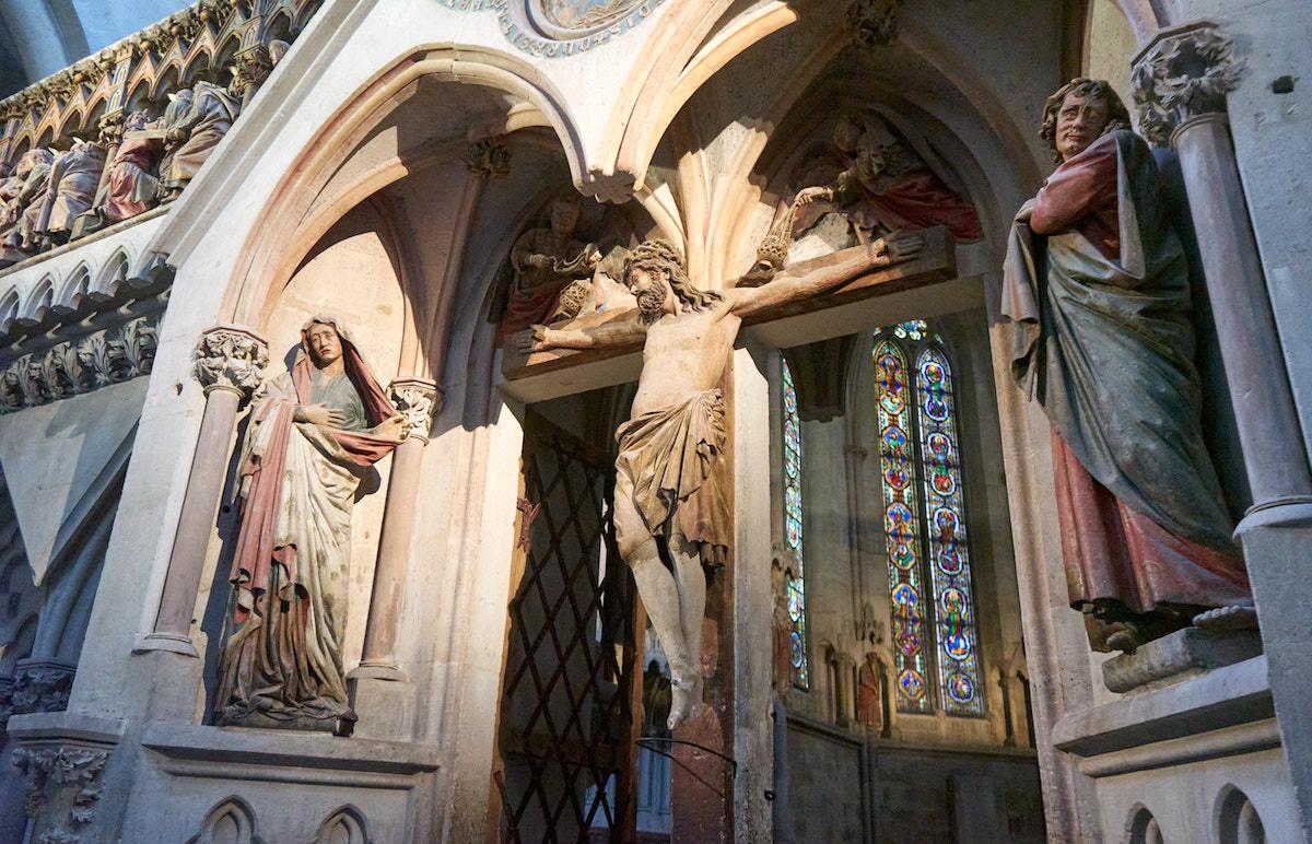 Kreuzigungsgruppe am Westlettner des Naumburger Doms. Foto: Beate Ziehres