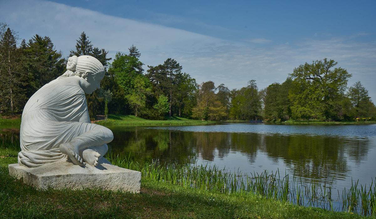Muschelsucherin im Wörlitzer Park, Welterbe Sachsen-Anhalt. Foto: Beate Ziehres