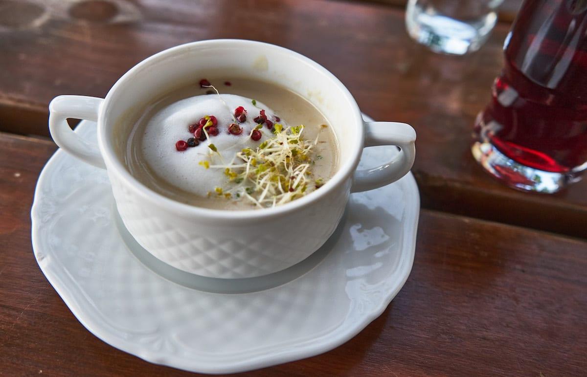 Champignoncremesuppe aus der Küche im Herrenhaus Olandia, Wielkopolska. Foto: Beate Ziehres, Reiselust-Mag