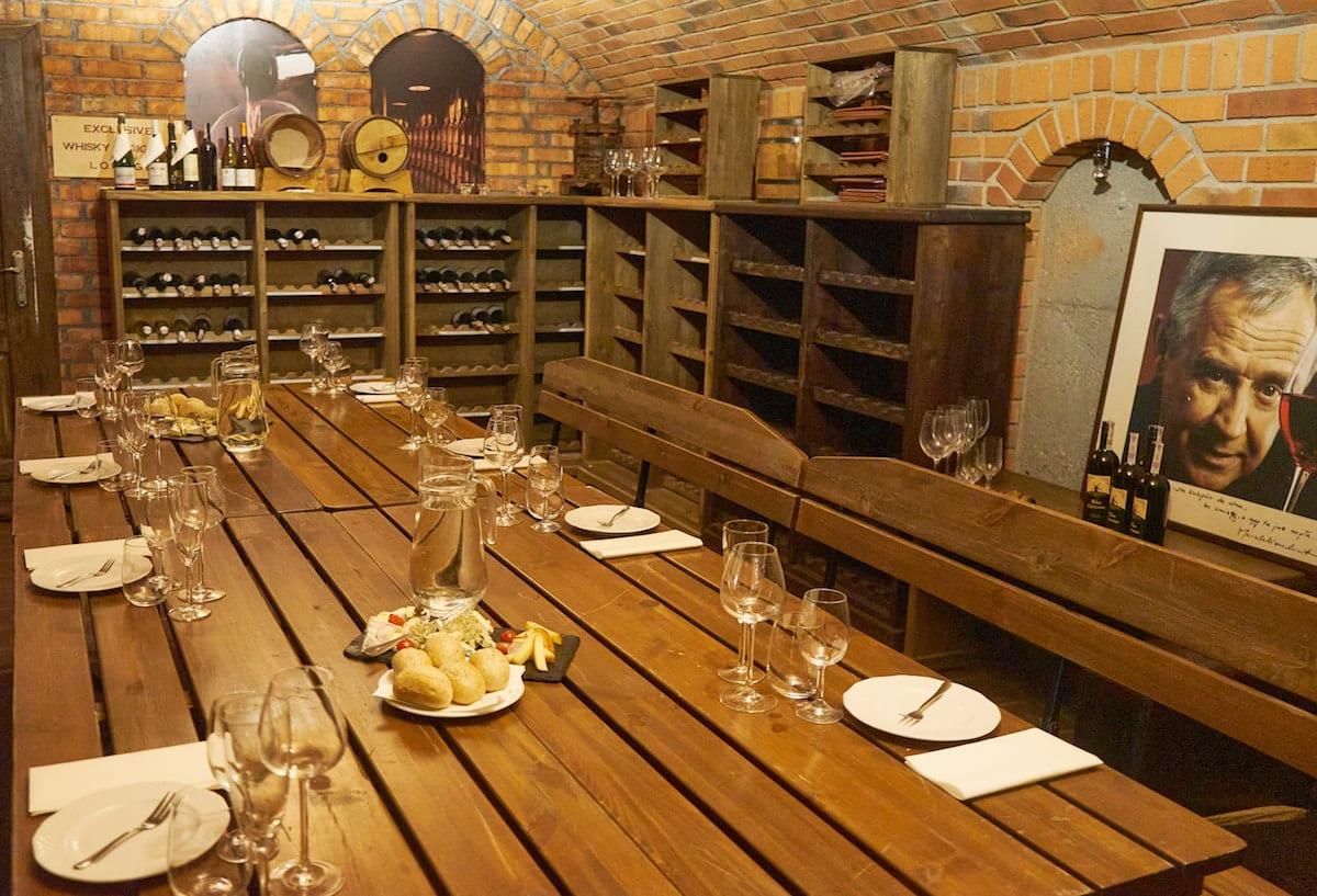 Weinprobe im Keller von Olandia. Foto: Beate Ziehres, Reiselust-Mag