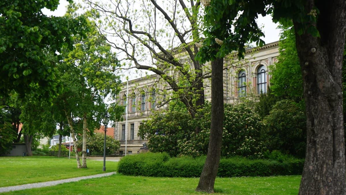 Wolfenbüttel: Herzog August Bibliothek, durch die grüne Brille betrachtet.