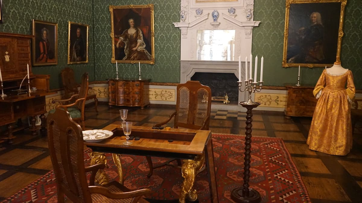 Schlossmuseum Wolfenbüttel: Spielzimmer im Appartement de la Parade. Hier vergnügten sich die Damen am Spieltisch.