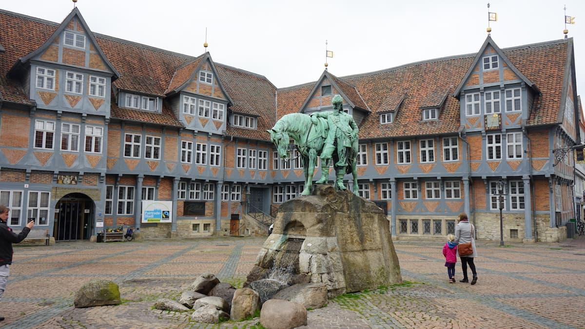 Wolfenbüttel, Stadtmarkt, Rathaus, Herzog-August-Denkmal