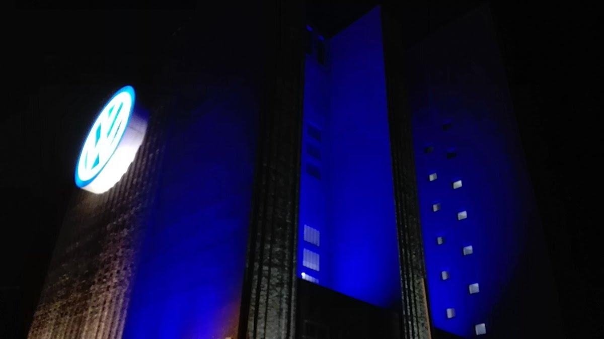 Das VW-Kraftwerk in Wolfsburg in Movimentos-Laune – Foto: Beate Ziehres
